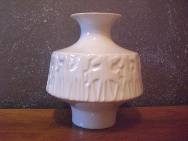 Klassische 70s Vase mit Relieffries - Edelstein