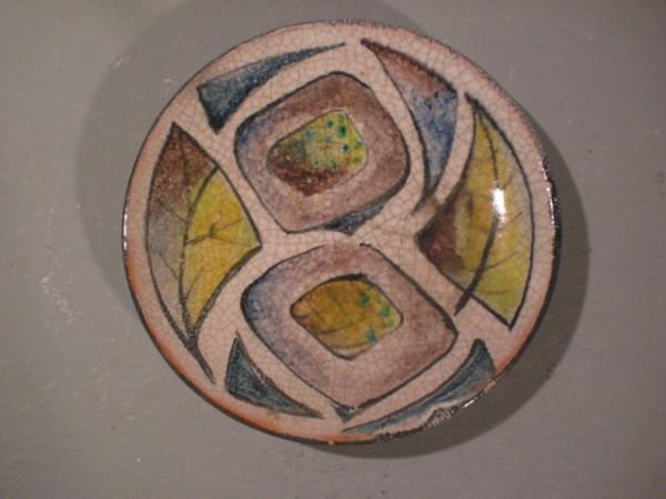 Teller mit geometrischem Dekor - Fritz Hudler