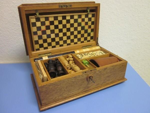 Historische Spielesammlung Schatulle Schachspiel Holz Bein 1900