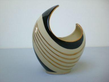 Vase in organischer Form - Edelstein