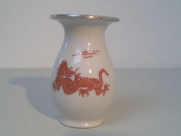 Vase mit Drachenmuster und Silberrand - Jaeger & Co.