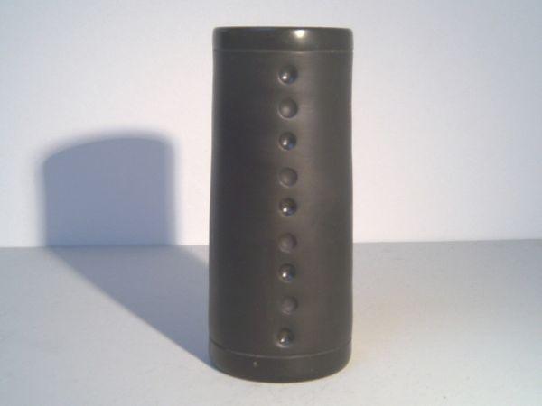 Schwarze Studiokeramik-Vase mit Lochmuster