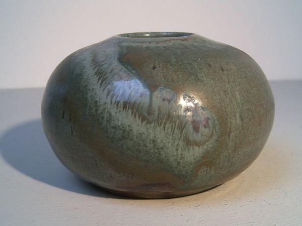 Grüne Vase Studiokeramik - mit Laufglasur