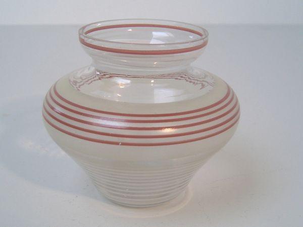 Kleine Art Deco-Vase mit Streifen