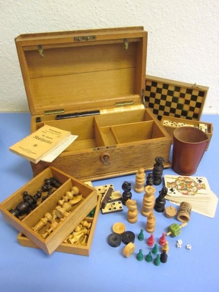 Historische Spielesammlung Schatulle Schachspiel Holz Schach Figuren Bein 1900