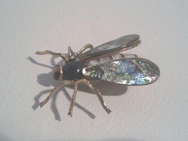 Art Deco-Brosche 'Fliege' - mit Perlmutt