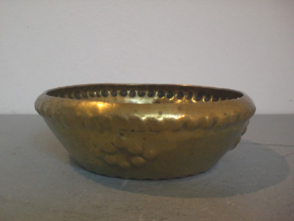 Expressive brass bowl - Georg von Mendelssohn
